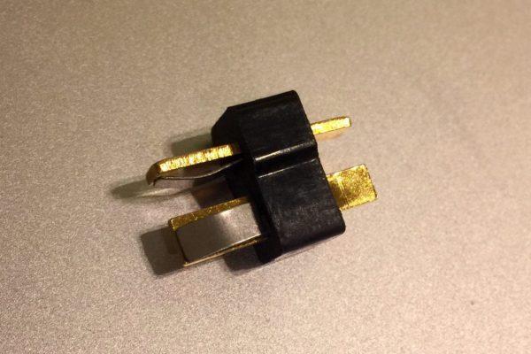 Conector macho para la batería.